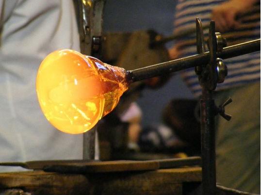 Экскурсия  на завод стеклодувов в Нижборе+ замок  Карлштейн