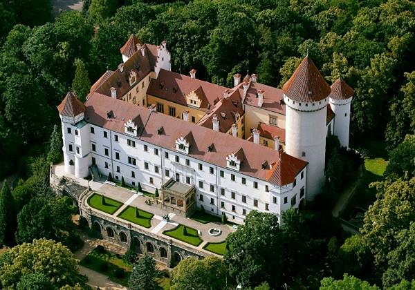 Экскурсия из Праги в Карлштейн и замок Конопиште
