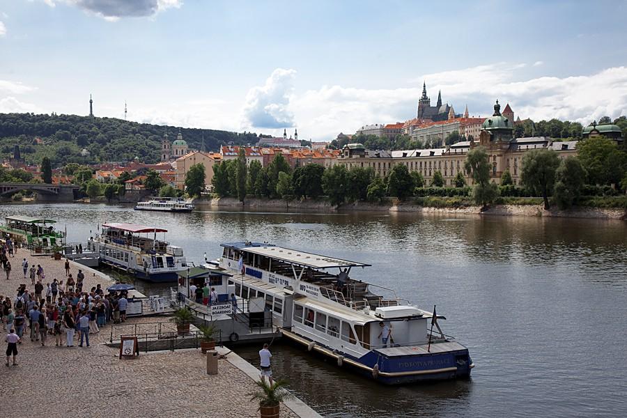 Прогулка  на корабле с ужином в Праге