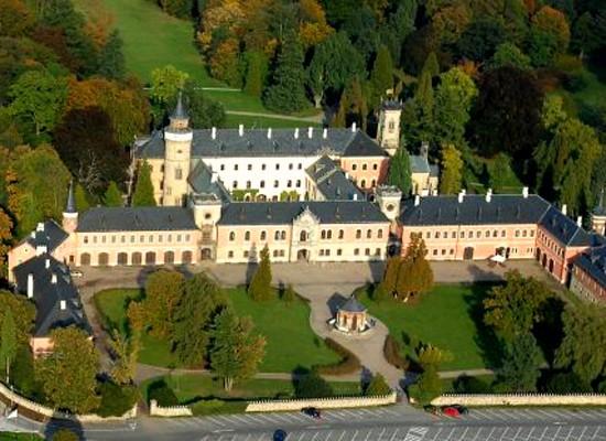 Индивидуальная экскурсия в замок Сихров