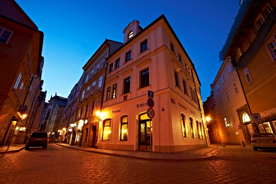 Ресторан у трёз роз в Праге